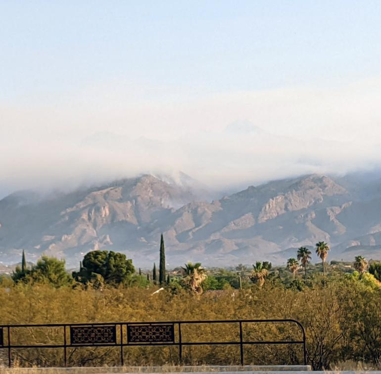 Bighorn Fire smoking the Catalina mtns.